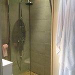 Camera 35, l'unica cosa decente... la cabina doccia !!!!