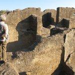 Vista de parte de la Iglesia de Bobastro, excavada en la roca por los mozárabes