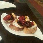 pintxox camembert pruneaux et chorizo