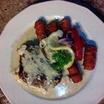 filetto di manzo con formaggio, funghi e crocchette di patate