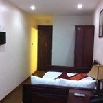 Room 202 - Deluxe Double or Twin with City View