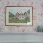 painting of inn in room