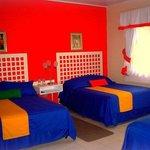 Habitacion con 1 cama king y 2 camas full
