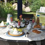 Vous pourrez prendre le petit-déjeuner dans le pavillon jardin si la température le permet