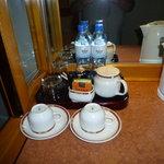 tee und kaffee auf dem zimmer