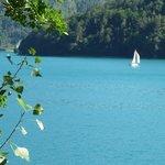 vista dalla passeggiata attorno al lago