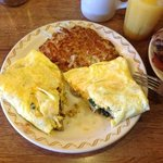wrong omelet served, watery filling, lack of cheese