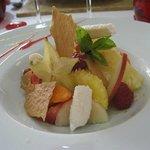 Le dessert du jour : mousse de coco et fruits frais