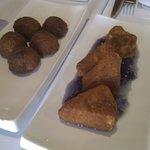 Croquetas de foie y Queso rebozado con mermelada de violetas
