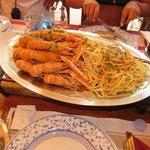 Spaghetti con scampi alla buzara.