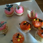 Beautiful Chidrens Cup cakes. And the Butterflies were edible!