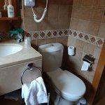 WC dans salle de bains, déco ancienne