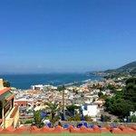 Вид из номера на Лаако-Амено, море и Неаполь