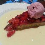 tarte aux fraises et crème anglaise.