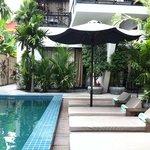 pool and room 01