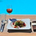 Thon  snaké  à  la  plancha , pesto  basilic  et  niçoise  de  légumes   aux  olives