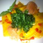 Raviolini with rucola and salmon