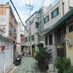 the alleyway leading up to the guesthouse (turn right at end of the alleyway)