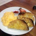 Foto de Monica's Cafe