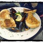 Mussels in Wine/Garlic Sauce with Yummy Seasoned Bread