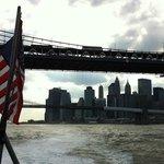 船上からのマンハッタン&ブルックリンブリッジとダウンタウン