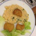 rissoles e arroz com coentro