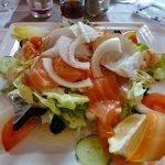 salade met zalm en scampi's