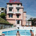 foto hotel e piscina