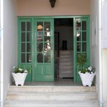 entrance to the apartementos