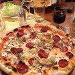 pizza Diavola mit sardelen
