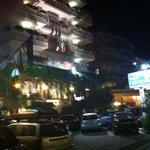 Hoteleingang am Abend