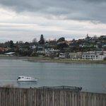 vue de la fenètre..sur le lac de TAUPO