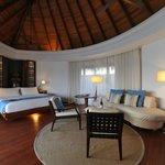 Water villa : la chambre/salon