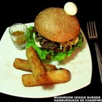 Mushroom Vegie Burger ELEMENTALES -San Gil-Colombia