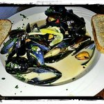 Mussels in garlic, lemon and white wine cream sauce. Excellent