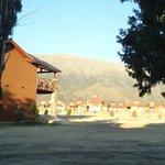 Vista desde la puerta de la cabaña N° 6 hacia la montaña