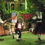 Serata greca con balli tradizionali