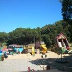 Zona de agua y juegos para los niños.