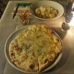 Gnochis a la carborana, pizza cuatro quesos y el pequeño aperitivo que te ofrecen!