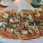 "shrimp, green olive, and caper pizza ""primavera"""