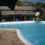 bellissimo il bar dentro la piscina