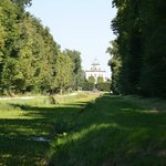 The way to Moritzburg Castle along the channel.