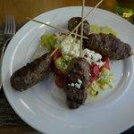 boulette de viande et salade grecque