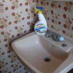 Wir mussten das Bad erst sauber machen um da zu duschen