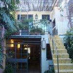 Varanda da suite dos fundos e a escada que dá acesso ao quintal
