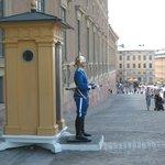 Sentinelle féminine au Palais Royal