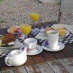 ontbijt op terras