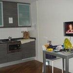 cocina, salon y camas, todo en un espacio, pero espacioso
