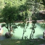 río junto al hostal