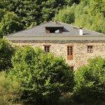 Vista de la casa desde el bosque